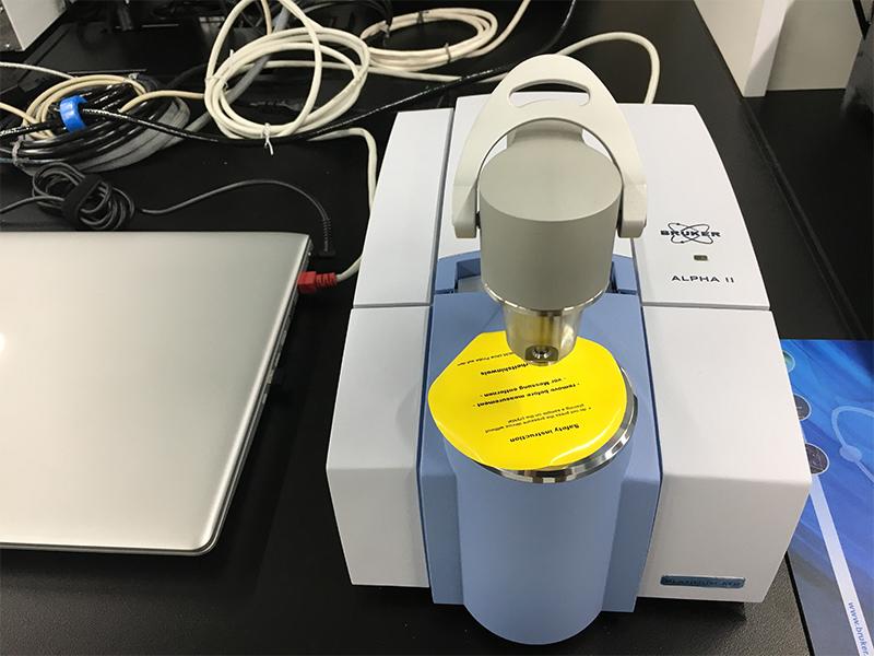 フーリエ変換赤外分光度計(FT-IR)